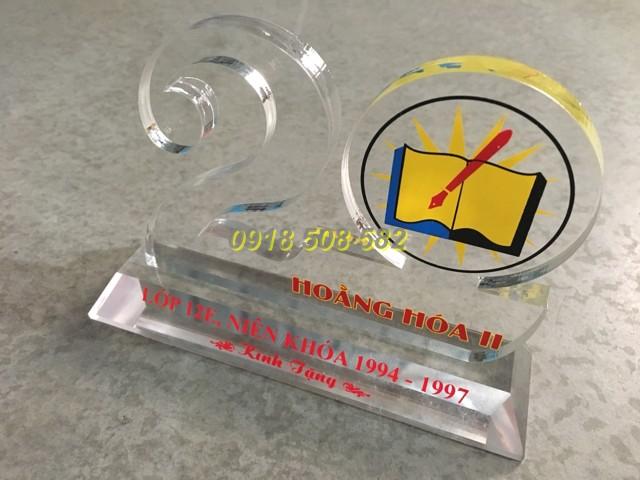 Kỷ niệm chương Mica món quà tặng ý nghĩa.